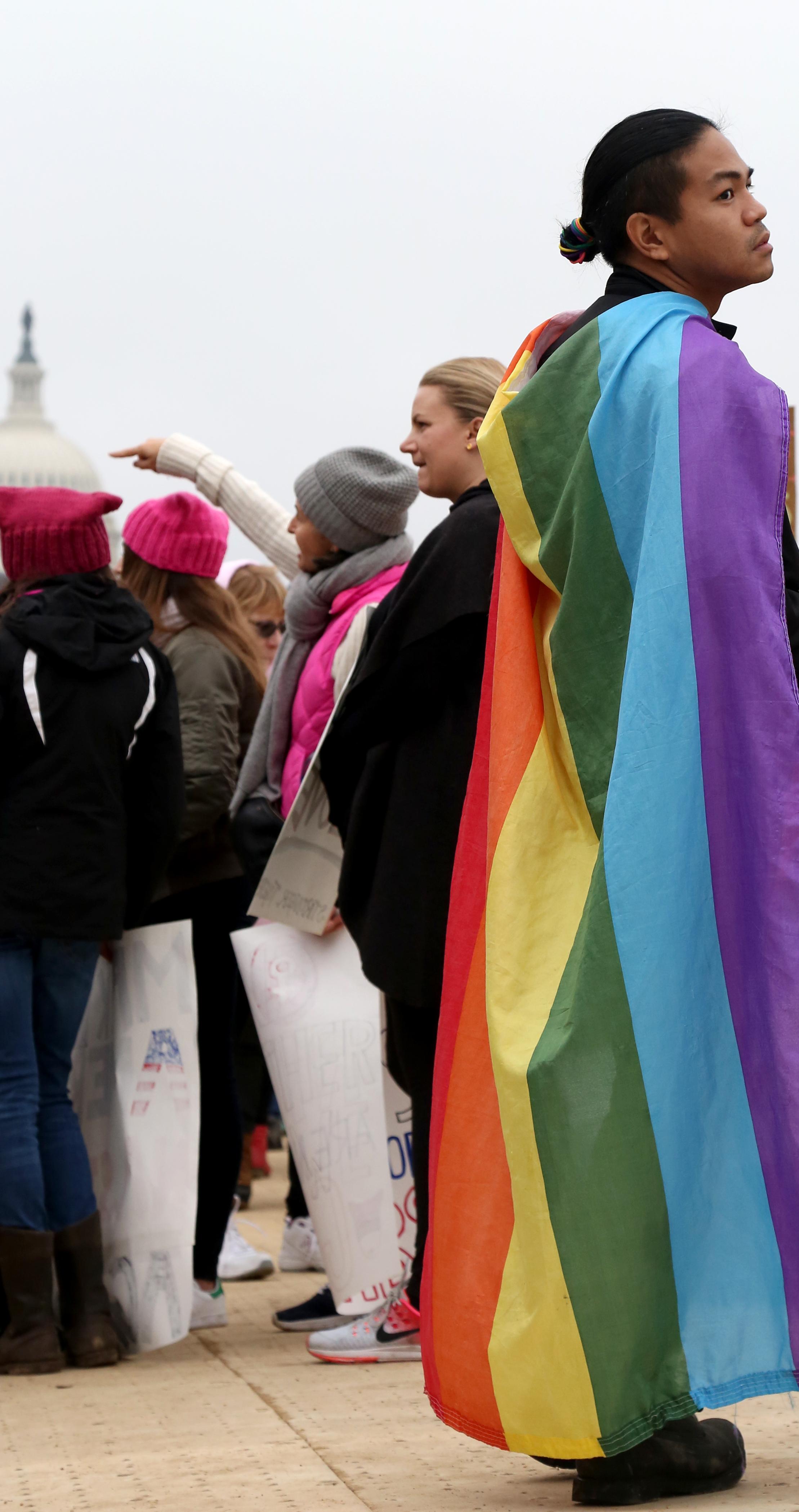 15_womensmarch_caitlinfaw_rainbowcapitol1.jpg