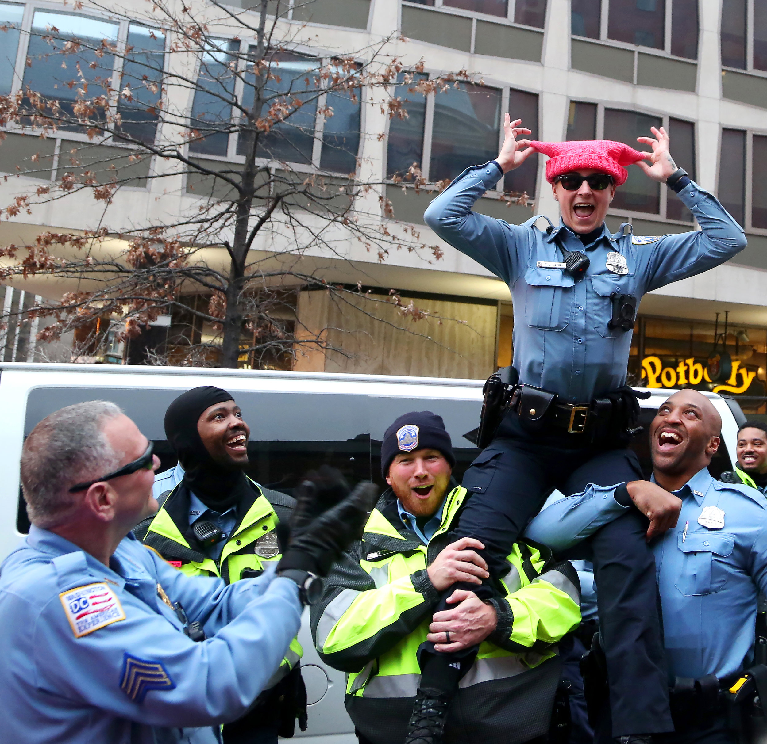 18_womensmarch_caitlinfaw_cops.jpg