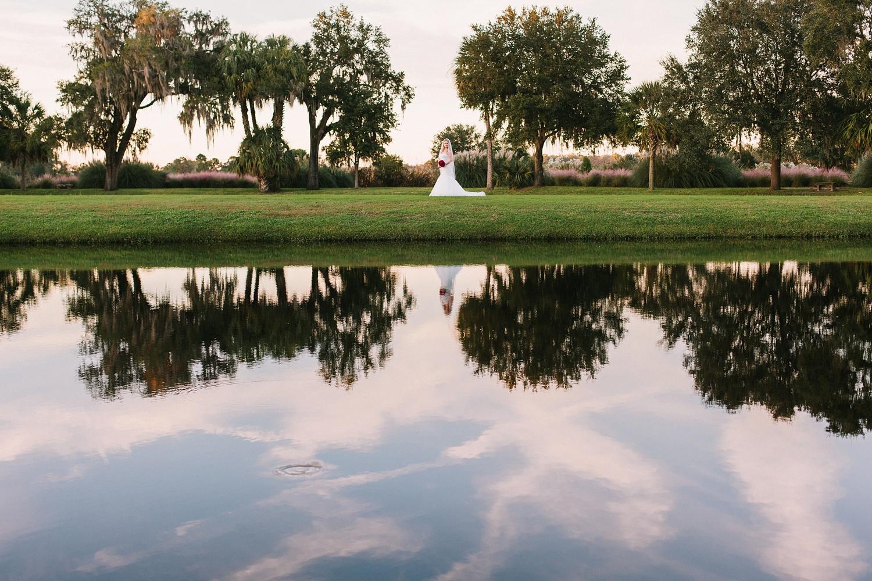 Lindsey_A_Miller_photography_bridal_portrait_middleton_plantation_charleston_sunset_spanish_moss_014.jpg