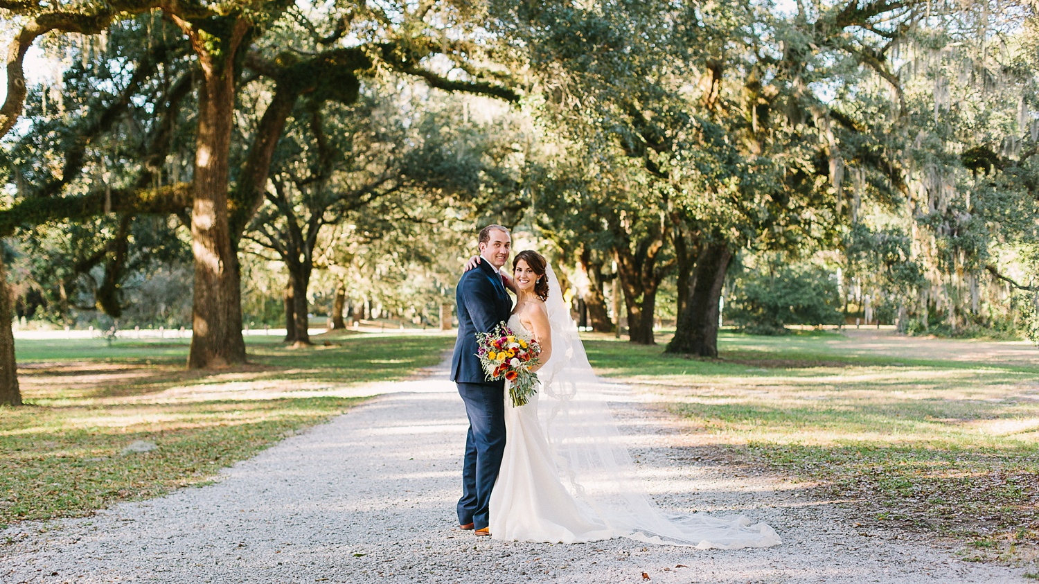 Lindsey_A_Miller_photography_charleston_mcleod_plantation_wedding_row_of_oaks_southern_classic_fall_spanish_moss_historic_home_046.jpg