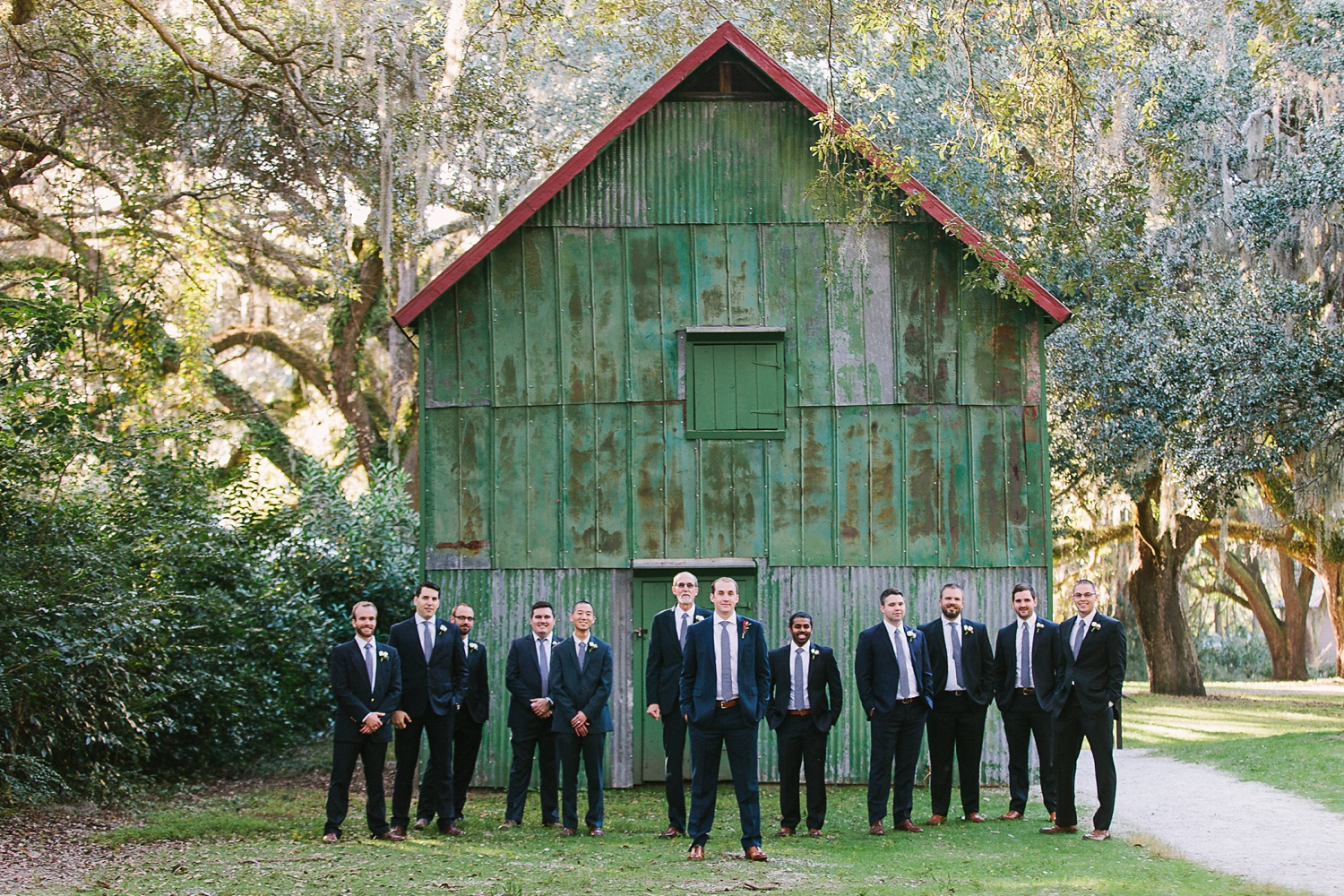 Lindsey_A_Miller_photography_charleston_mcleod_plantation_wedding_row_of_oaks_southern_classic_fall_spanish_moss_historic_home_049.jpg
