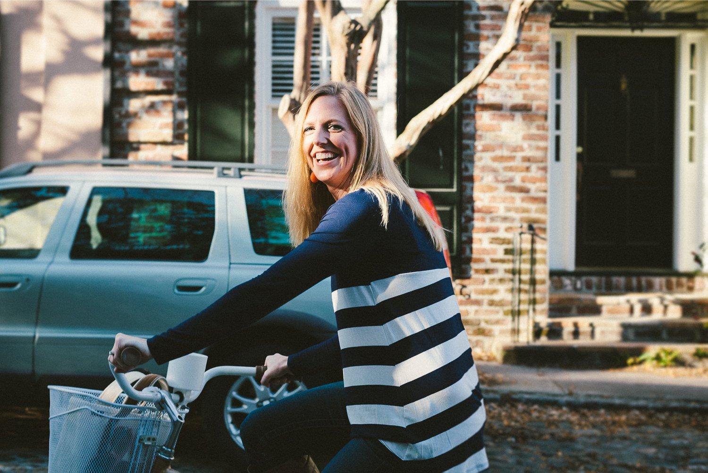 Alicia_Rob_Historic_Downtown_Charleston_Engagement_Session_04_stomp.jpg