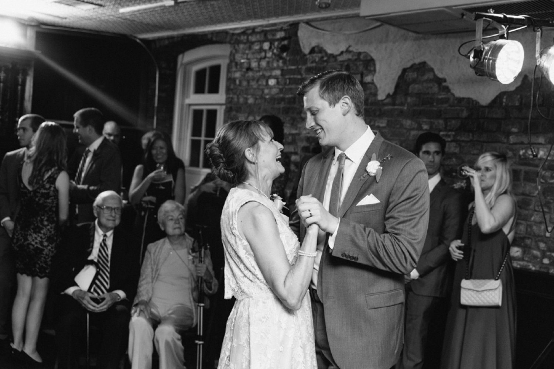 lindsey_a_miller_photography_historic_rice_mill_charleston_wedding_72.jpg
