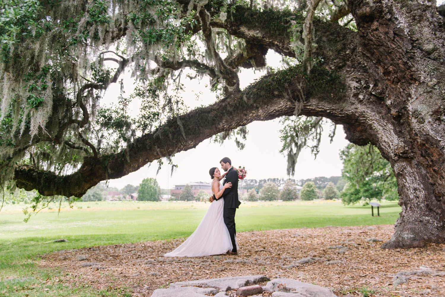 Lindsey_A_Miller_Photography_mcleod_plantation_wedding_charleston_south_carolina_clear_tent_spring_mod_events_028.jpg