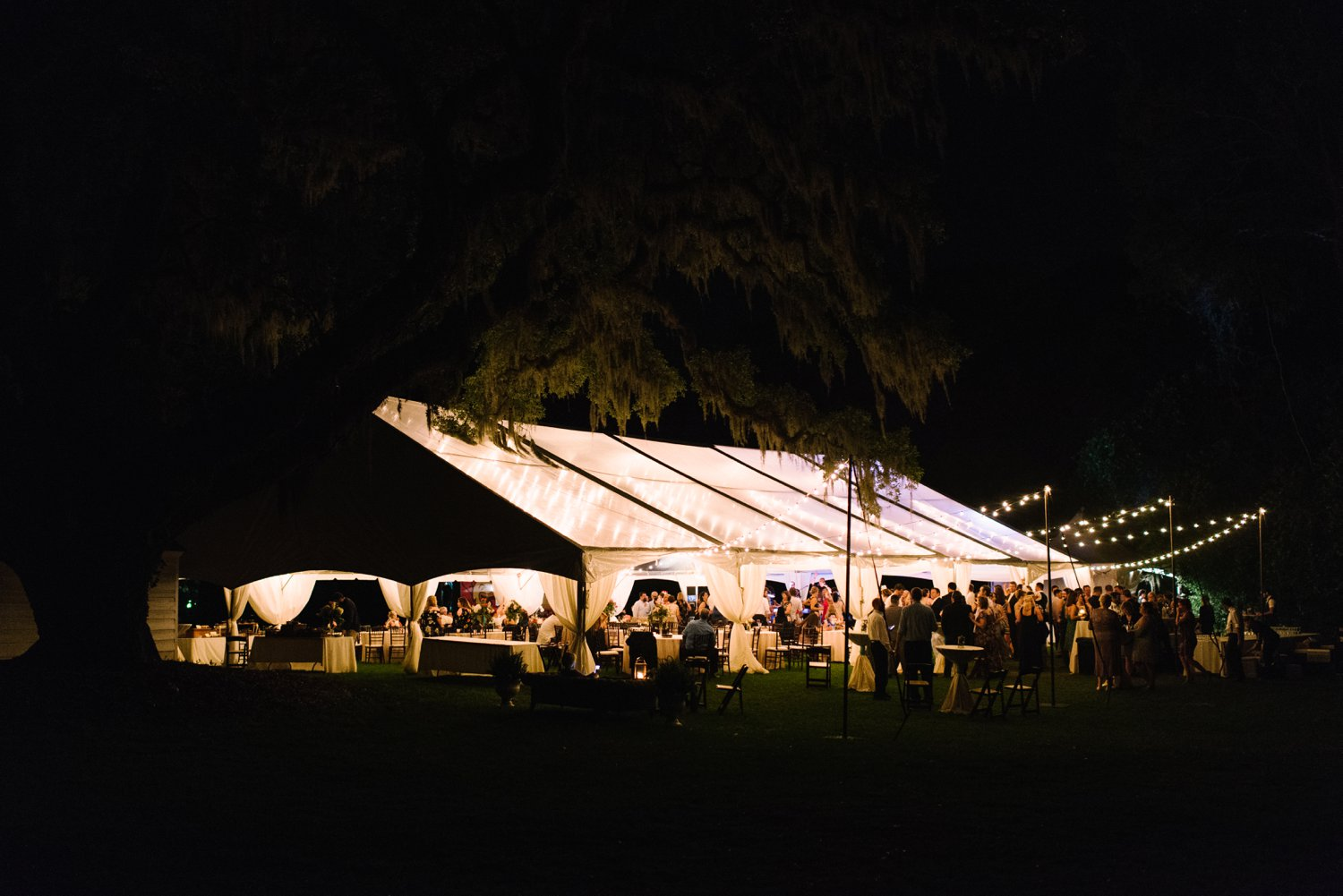 Lindsey_A_Miller_Photography_mcleod_plantation_wedding_charleston_south_carolina_clear_tent_spring_mod_events_089.jpg