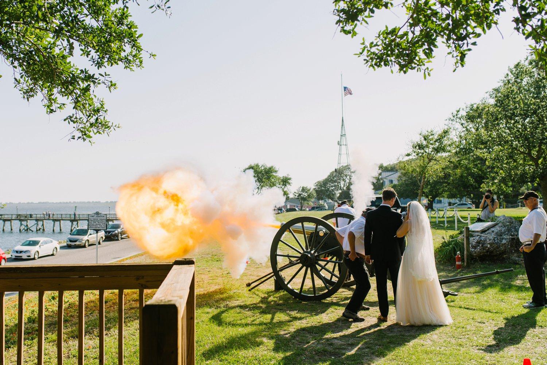 Lindsey_A_Miller_Photography_wedding_southport_community_building_bubbly_events_north_carolina_coasta_cannon_nautical_historic_028.jpg