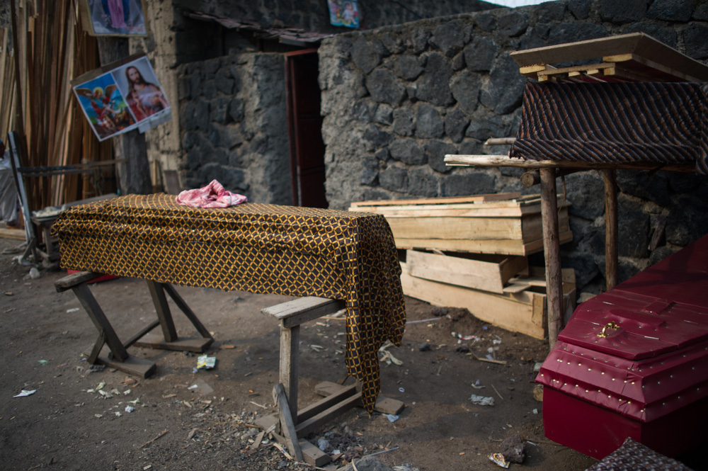A coffin being prepared in Goma's streets