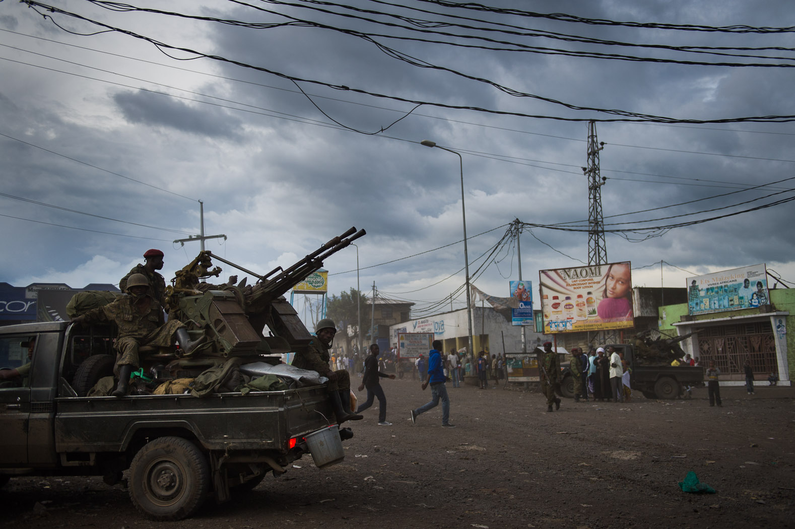 But as rebels overran army positions and approached Goma, the FARDC were pushed back to the city as their last line of defence, resulting in gun battles in the city.