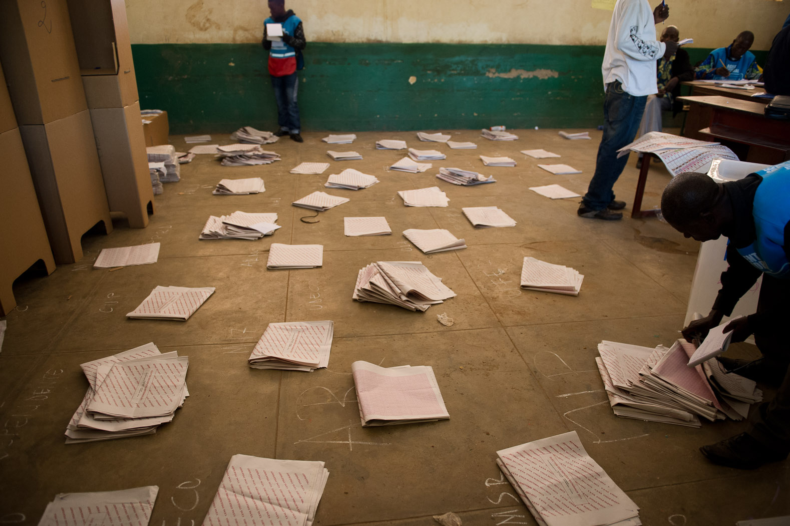 With 549 parliamentary candidates presenting in Lubumbashi, piles were made of votes cast for each candidate.