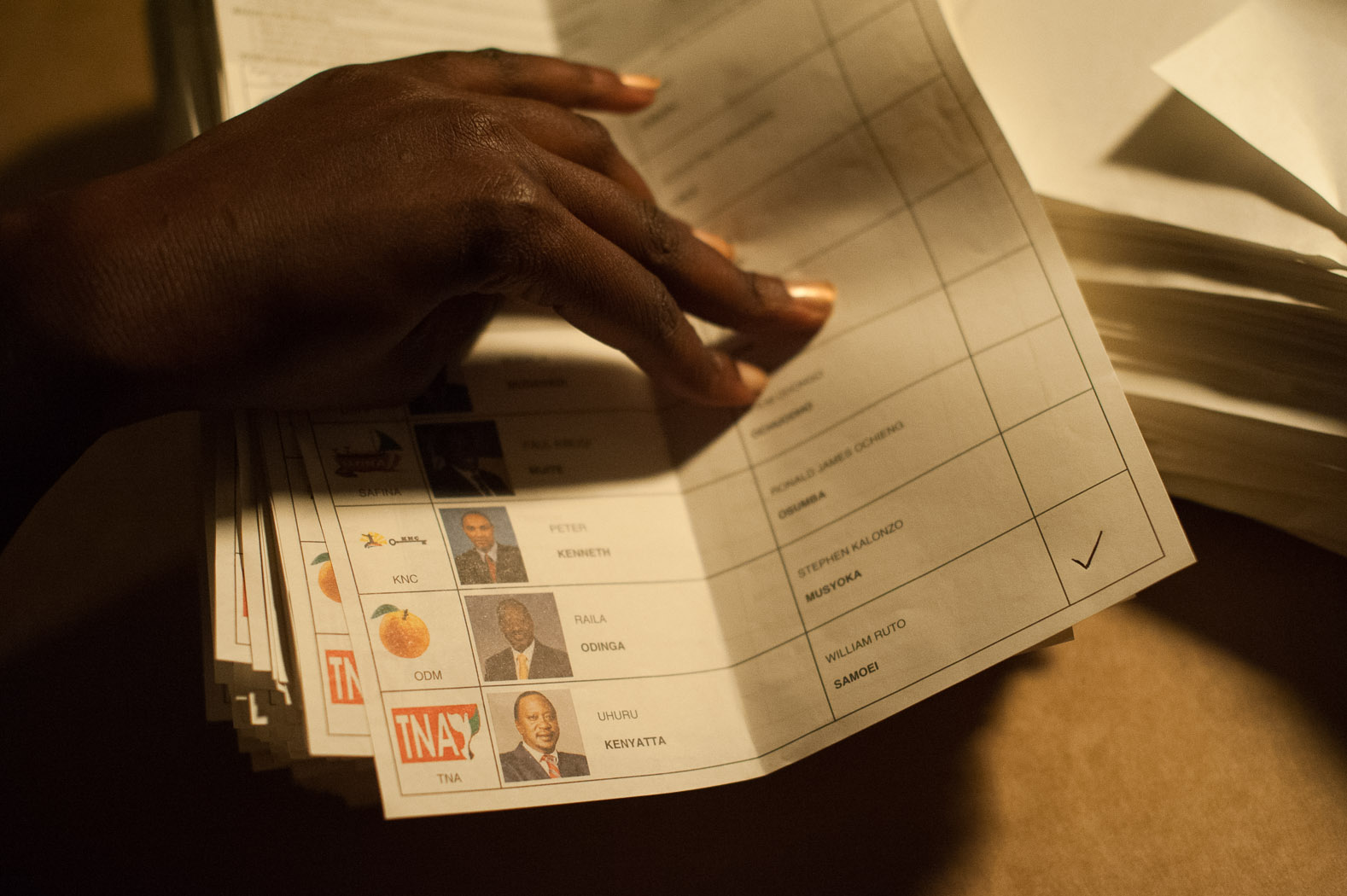 Tallying began almost immediately after voting ended, with Uhuru Kenyatta taking an early, but uncertain lead.