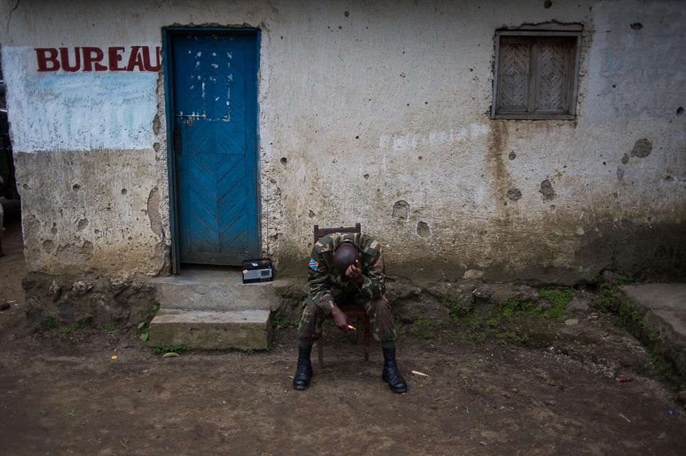 An officer rests at a village between Kibumba and Rutshuru