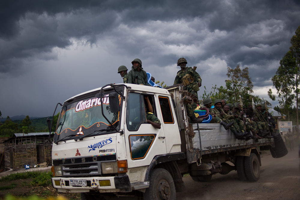 FARDC soldiers advance through recently captured territory