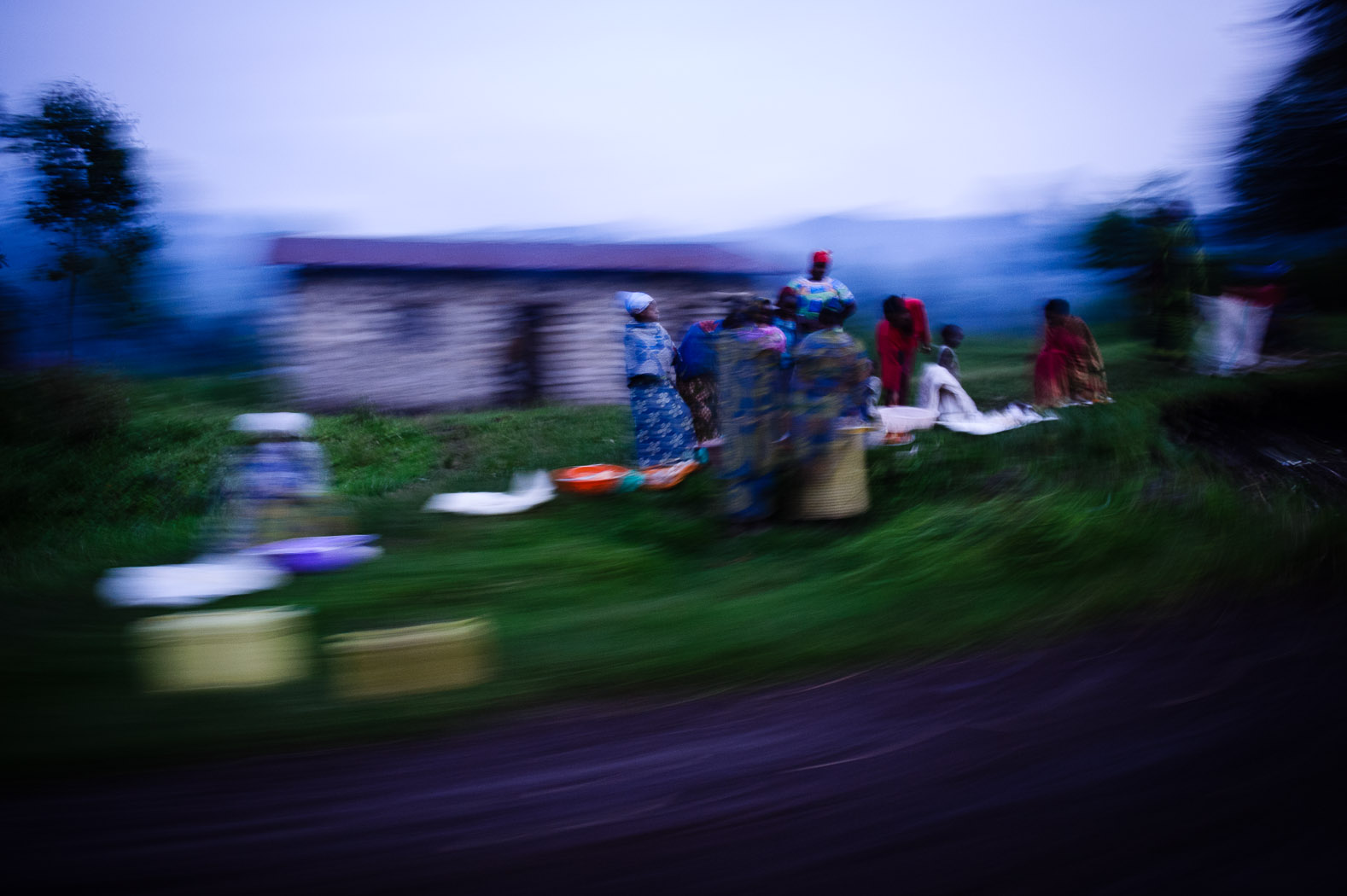 Internally displaced persons gather on the roadside on the outskirts of Goma
