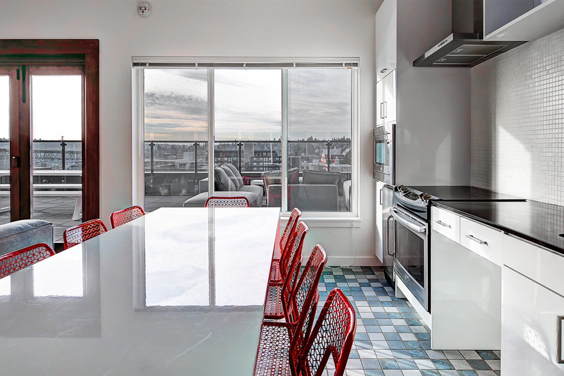 04 Interior-Rooftop-Kitchen-Lounge-01_Parsonage.jpg