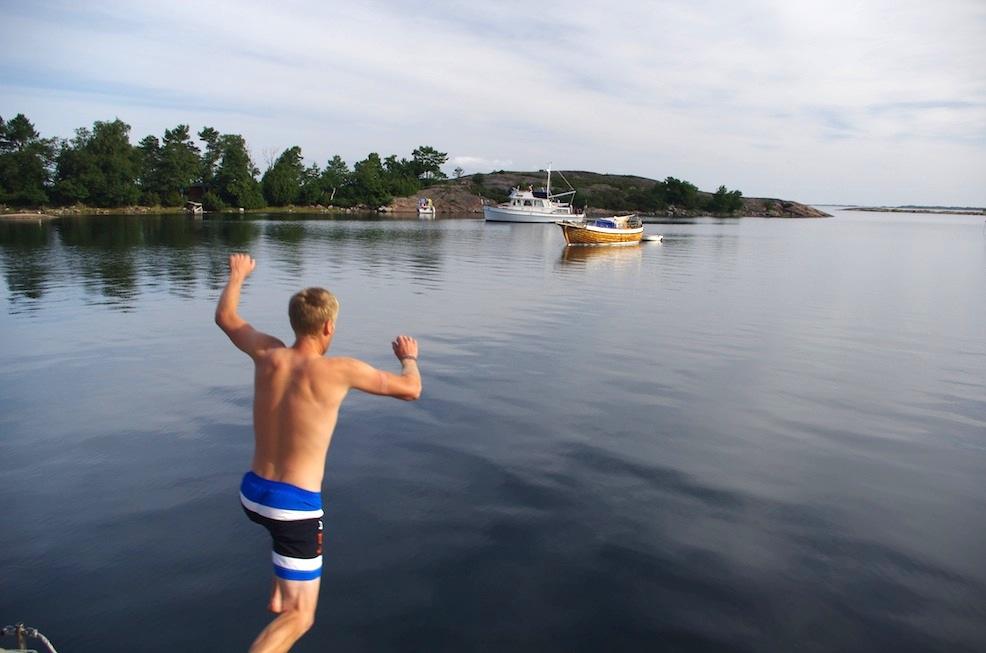 Morning swim time in Biskopsön!