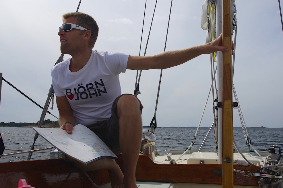 Careful navigation in the outer archipelago, sailing under the Parasailor.