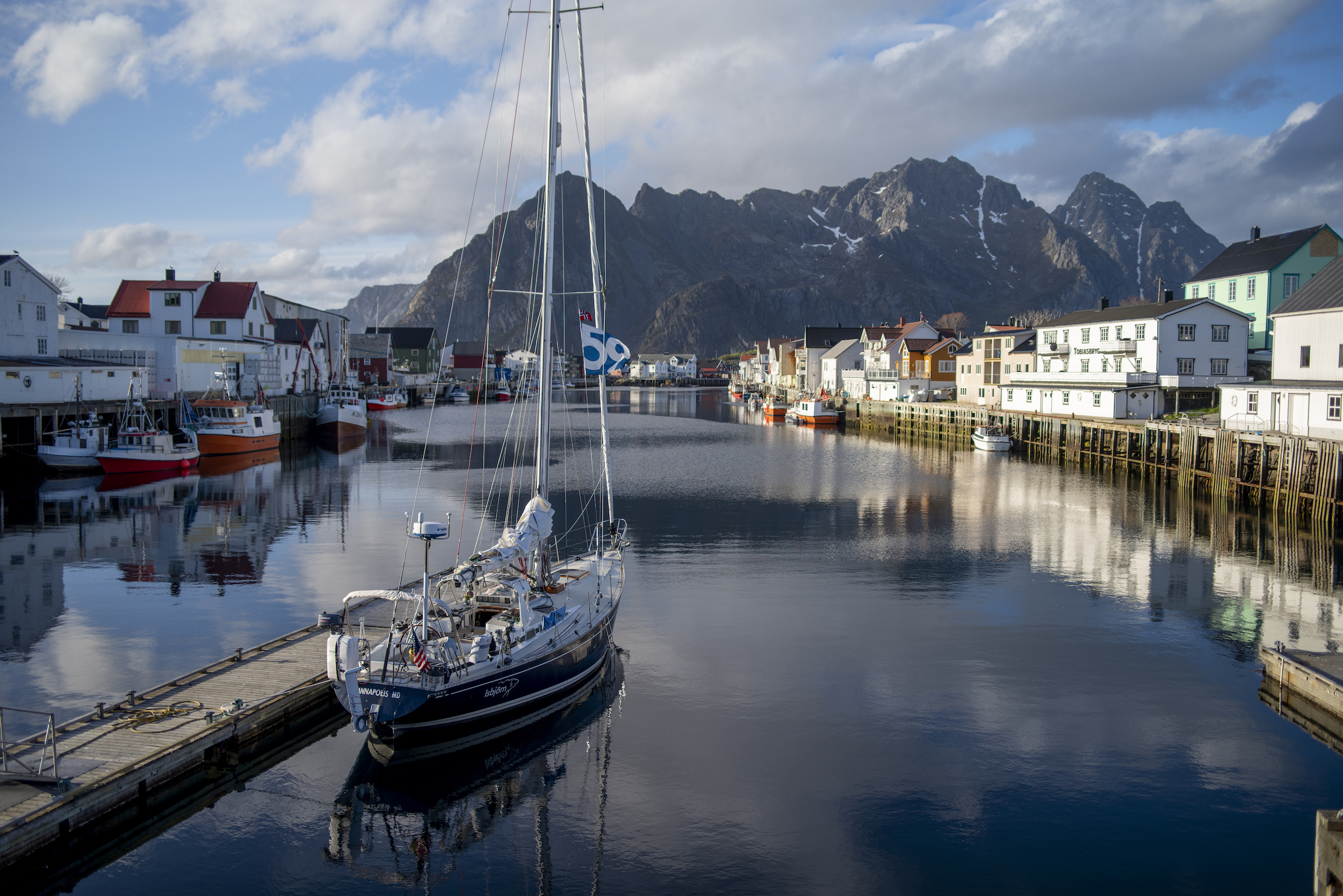 Isbjorn in Henningsvær, our first Lofoten village.