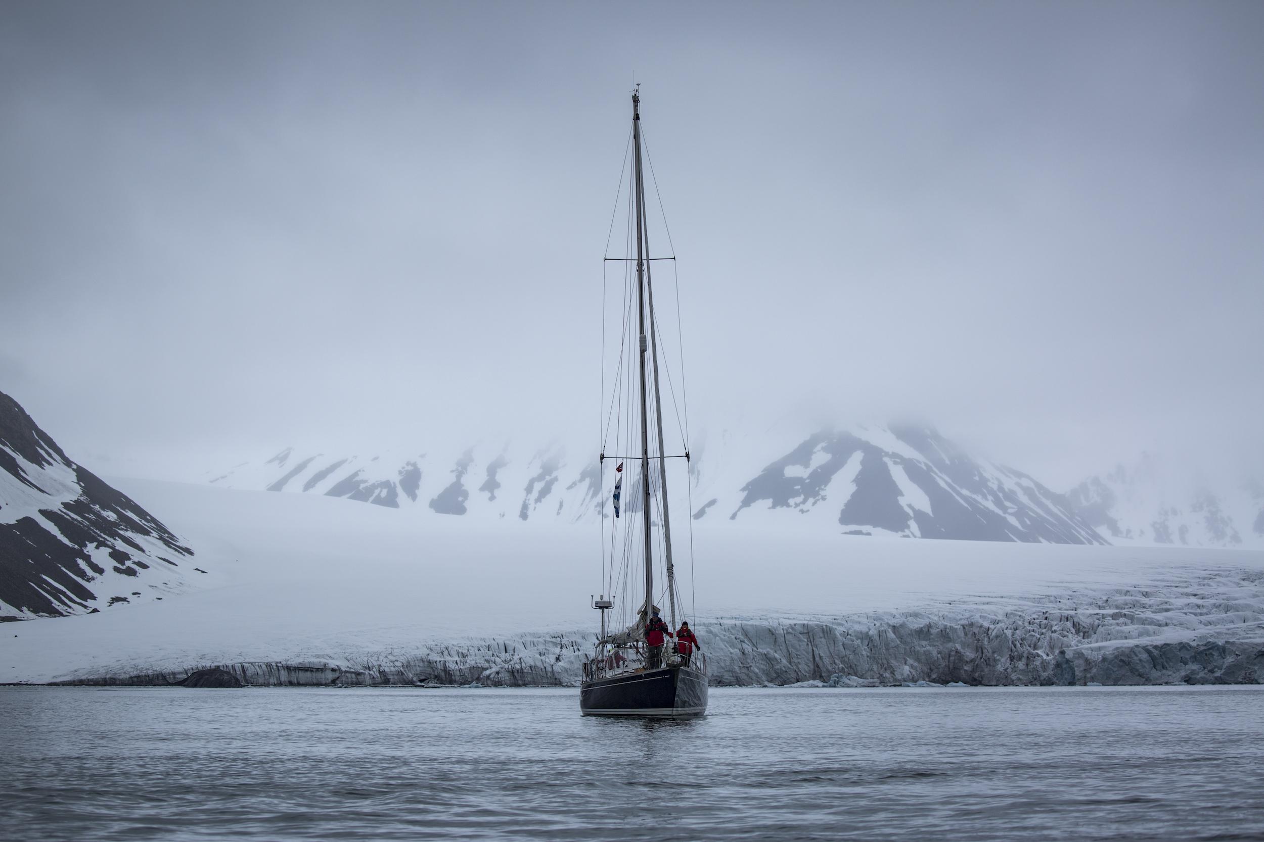 Hansbreen Glacier, our first anchorage in Hornsund at 77º North.