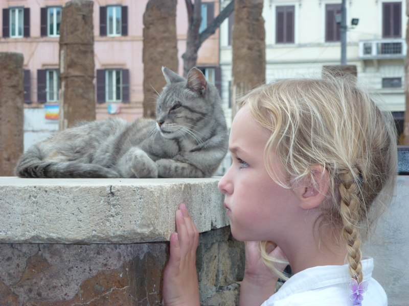 La Torre Argentina cat and girl.jpg