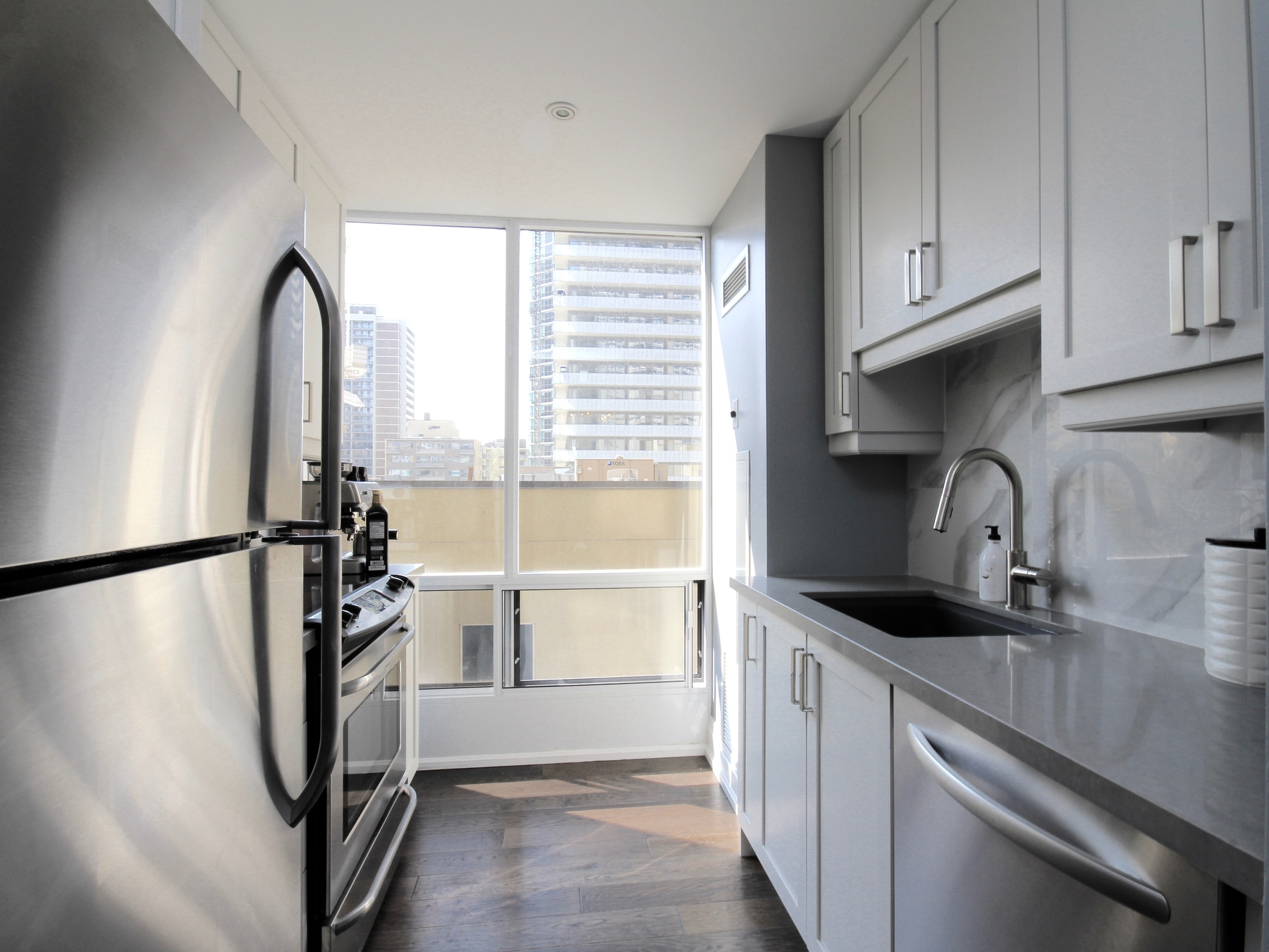 Suite  511  at  85 Bloor Street E Toronto