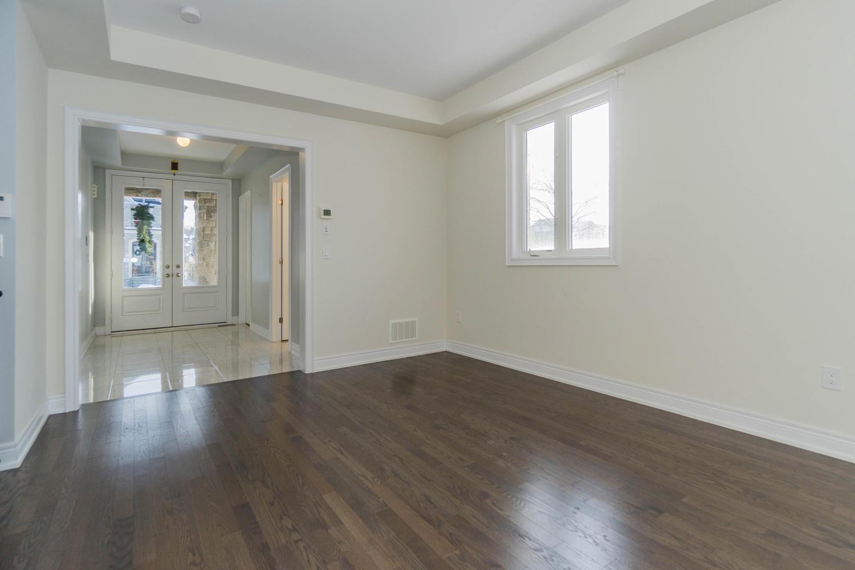 12 Rivoli Drive-large-010-15-Living Room-1500x1000-72dpi.jpg