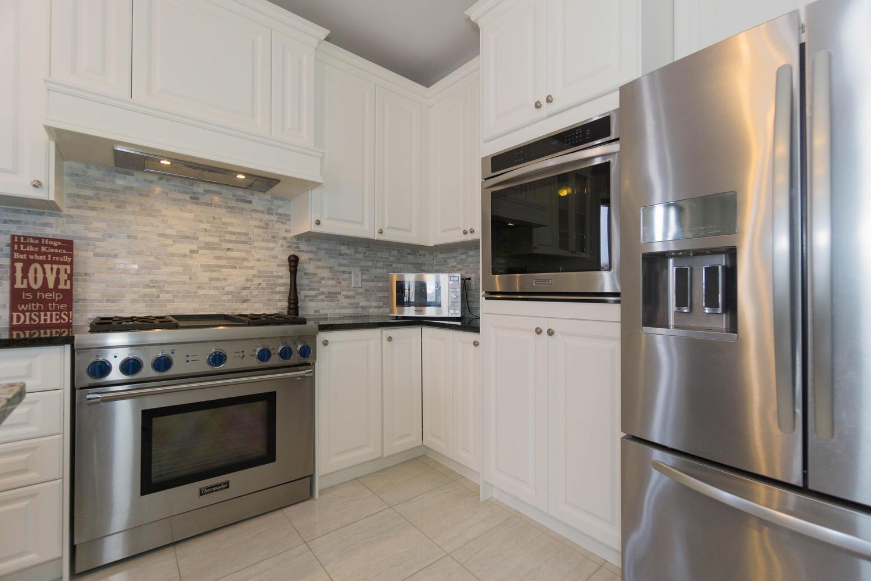 12 Rivoli Drive-large-019-28-Kitchen-1500x1000-72dpi.jpg