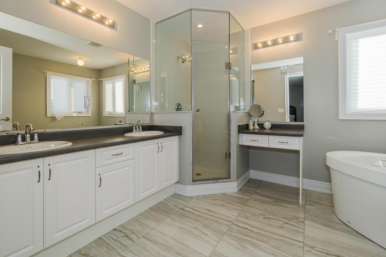 12 Rivoli Drive-large-035-41-Master Bedroom Ensuite-1500x1000-72dpi.jpg