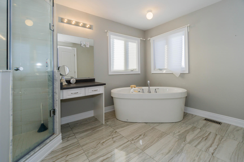12 Rivoli Drive-large-036-37-Master Bedroom Ensuite-1500x1000-72dpi.jpg