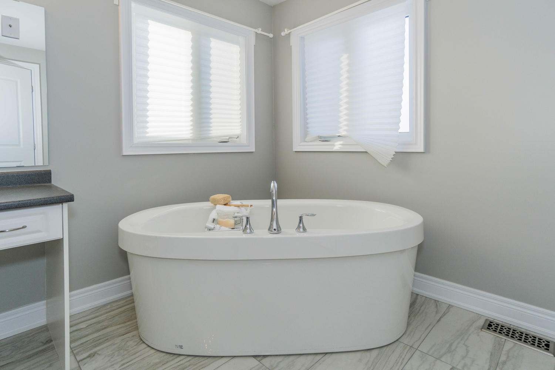 12 Rivoli Drive-large-037-25-Master Bedroom Ensuite-1500x1000-72dpi.jpg