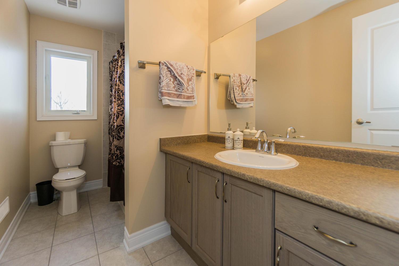 12 Rivoli Drive-large-051-22-Bathroom-1500x1000-72dpi.jpg