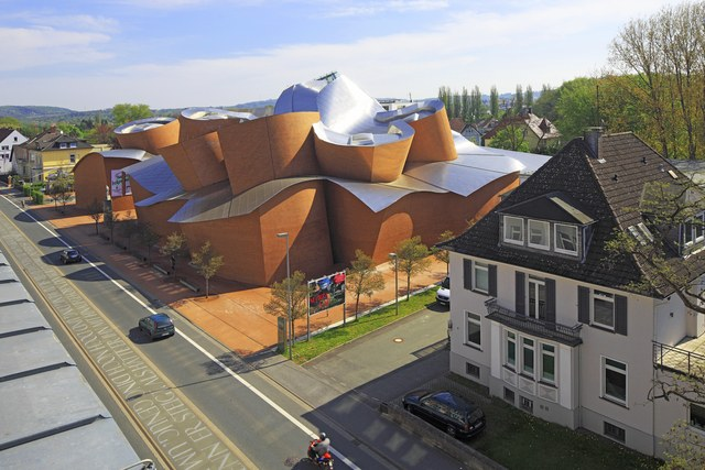 frank-gehry-architecture-buildings-004.jpg