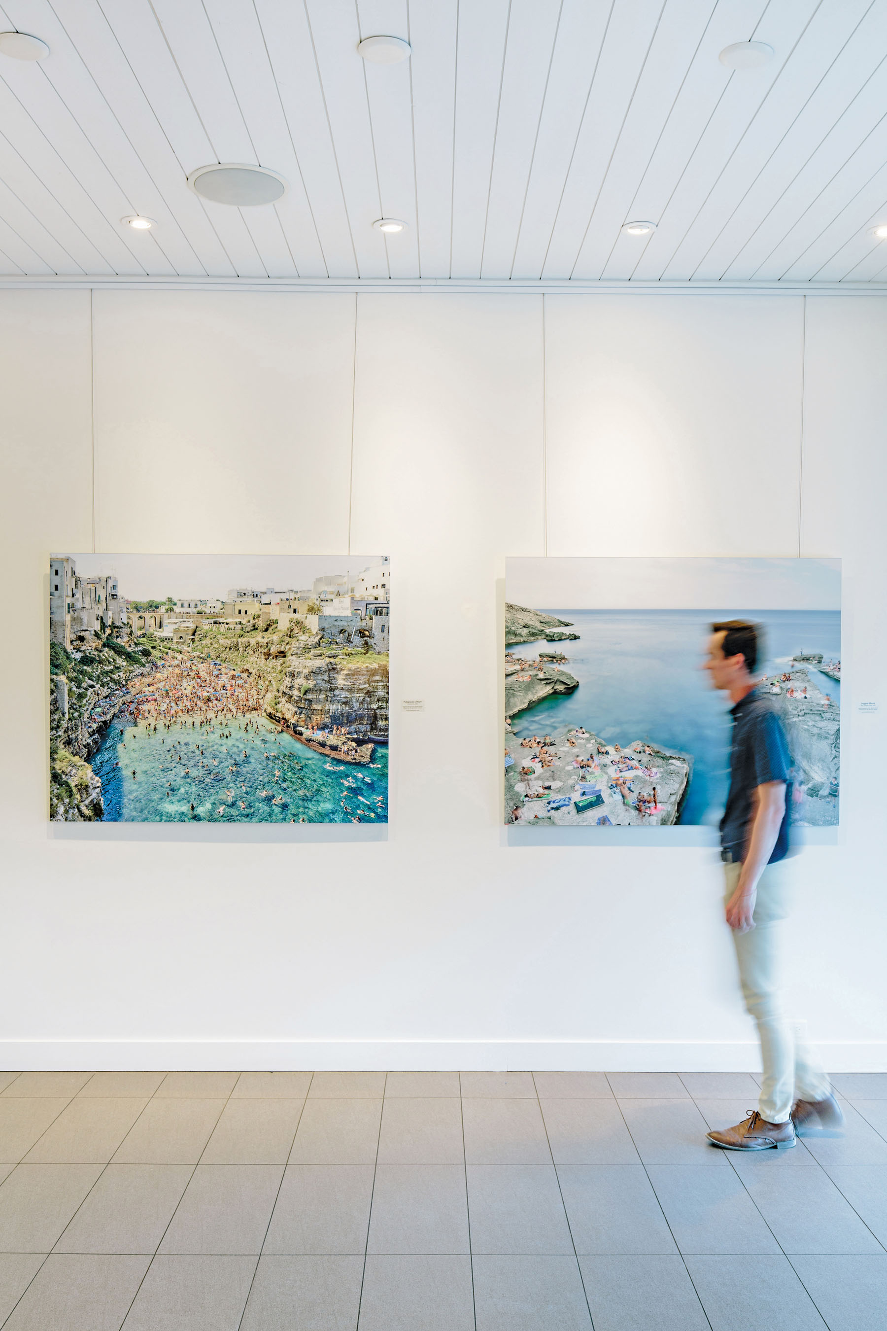 The on-site art gallery enhances the visitor experience for the wine aficionados