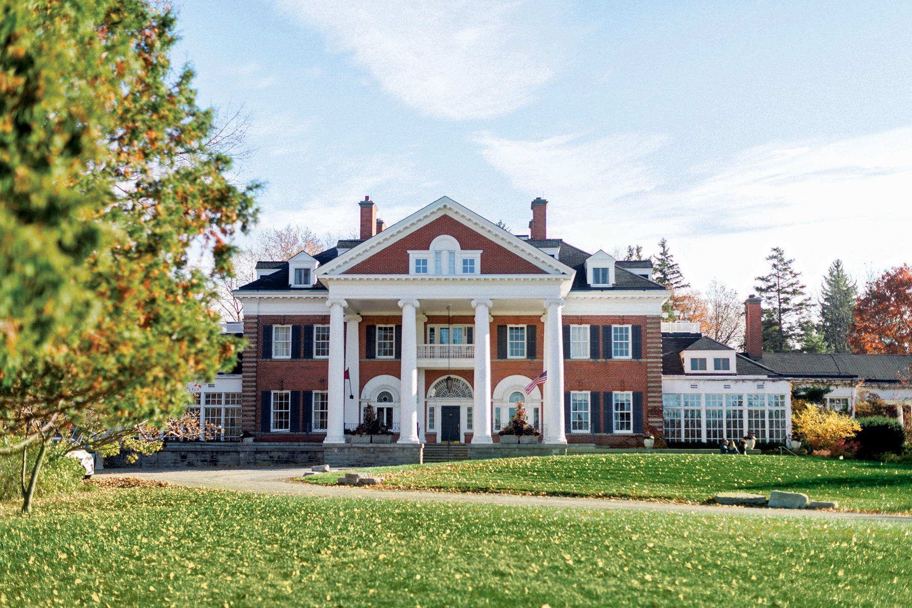 Grandeur at first sight is a prelude to Landon Hall's commitment to luxury