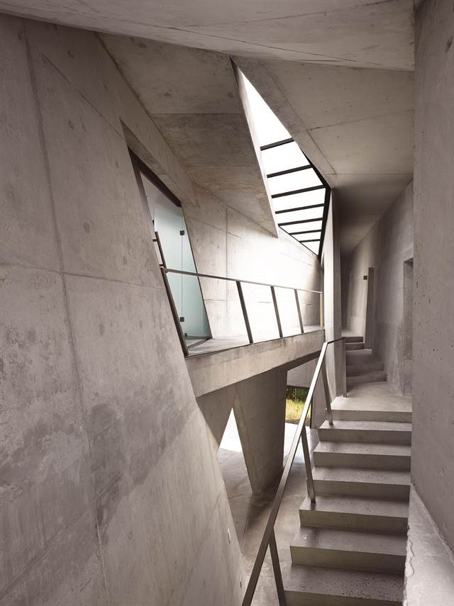 - Many [architects] use stairs and windows as sculptural elements