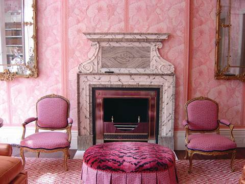 John Stefanidis used layers of pink shades to liven up a drawing room in Belgravia, London.