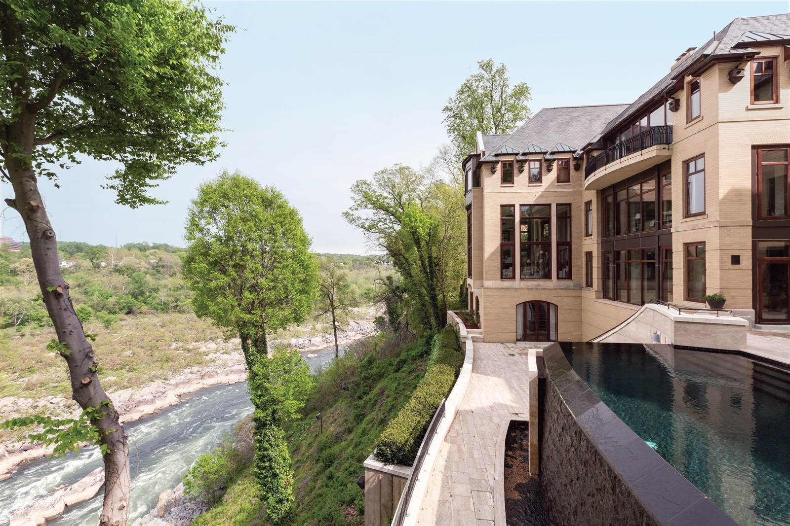 A Rarity on the River - A CONTEMPORARY MANSION AND FRANK LLOYD WRIGHT–DESIGNED HOUSE COMBINE FOR A TIMELESS ESTATE OVERLOOKING THE POTOMACBY IYNA BORT CARUSO
