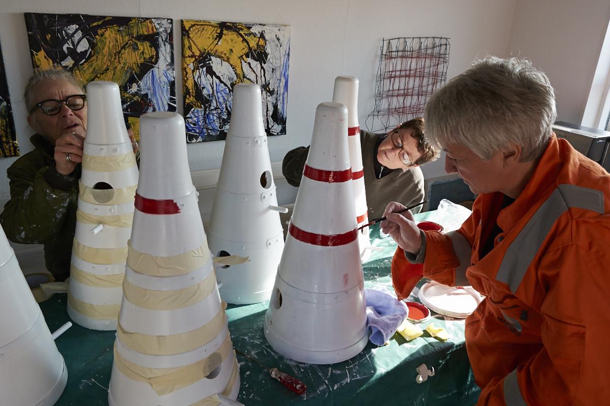 Stærekasser i værkstedet- ©Michael Ruby  På billedet: Britta Bauer, Lene Ruby og Gitte Jensen