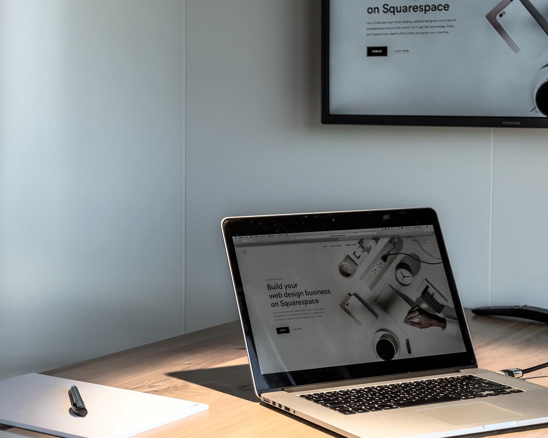 Squarespace Workshop - Sie möchten Squarespace für Ihren online Auftritt nutzen und diesen selber gestalten? Wir bieten Schulungen vor Ort, bei uns im Office oder via Fernzugriff in Deutsch & Englisch an.