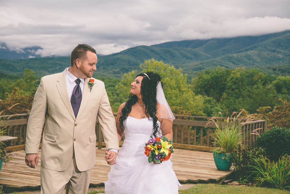 Your Gatlinburg wedding ceremony will be a dream event with our beautiful destination wedding setting!