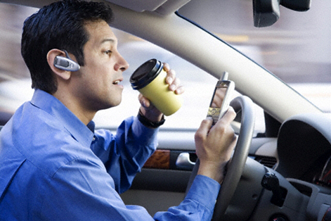 Texting%20and%20driving%20471