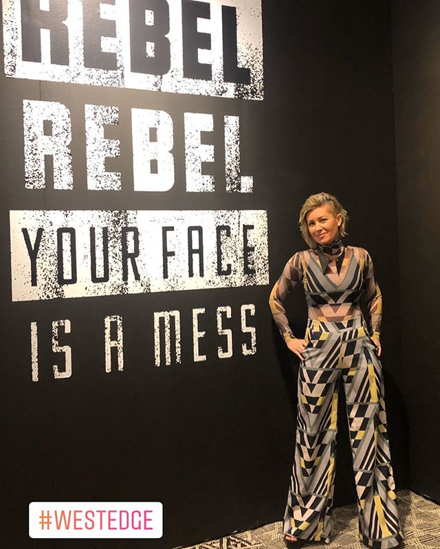 Strong opening night @westedgedesign ! So many fun little reunions and lovely new faces. xoy✨ ________________________________________ #westedgedesignfair #openingnight #designshow #rebel #ladesigner #poser #aboutlastnight #nophotoshop