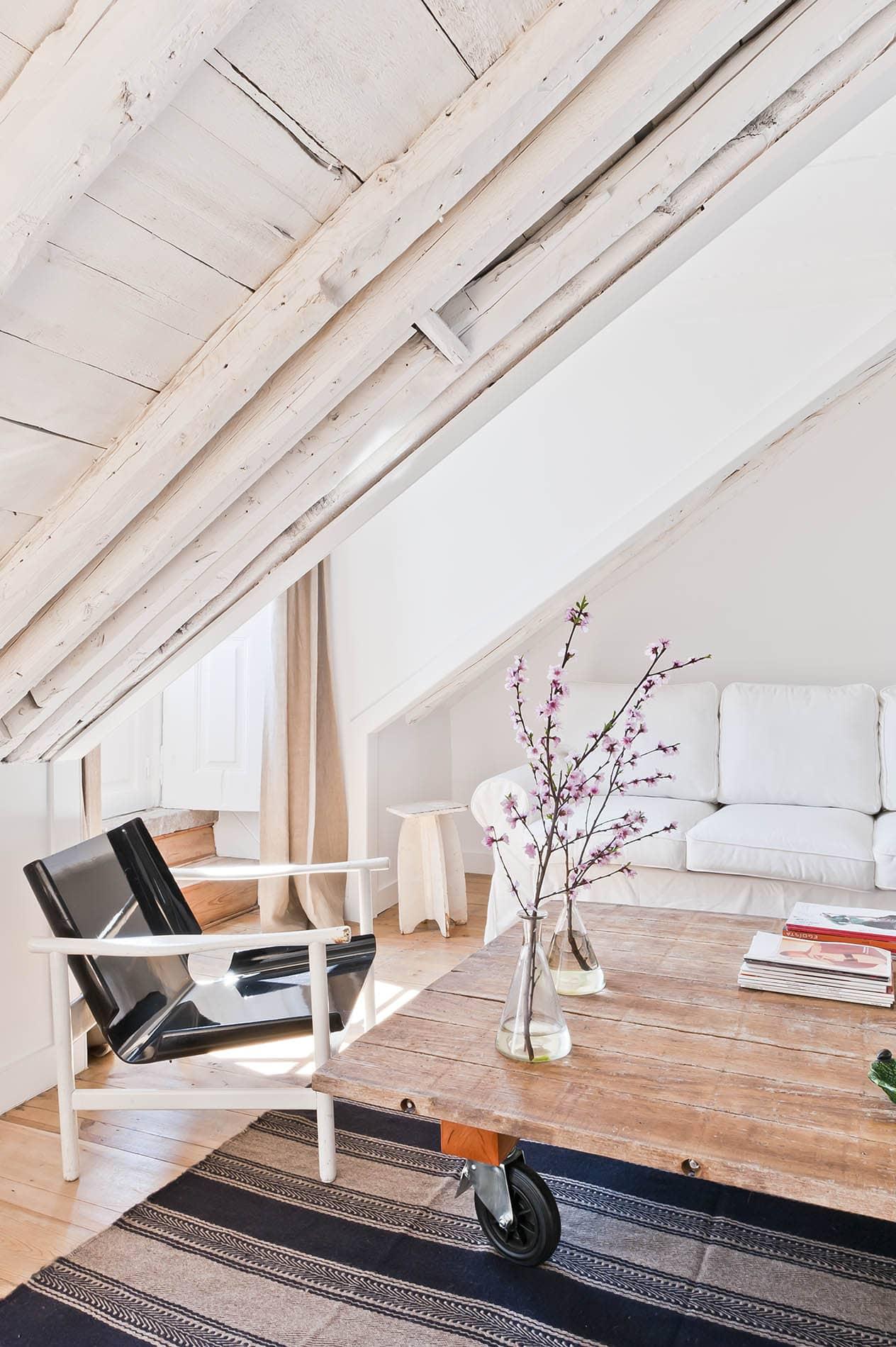 Apartment 34   You Gotta Stay Here: Baixa House in Lisbon, Portugal