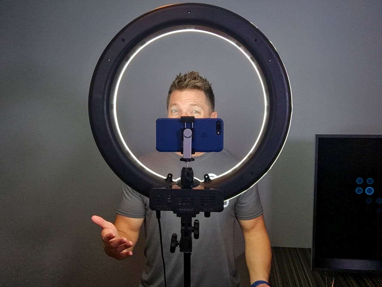 Tony Vincent with a ring light