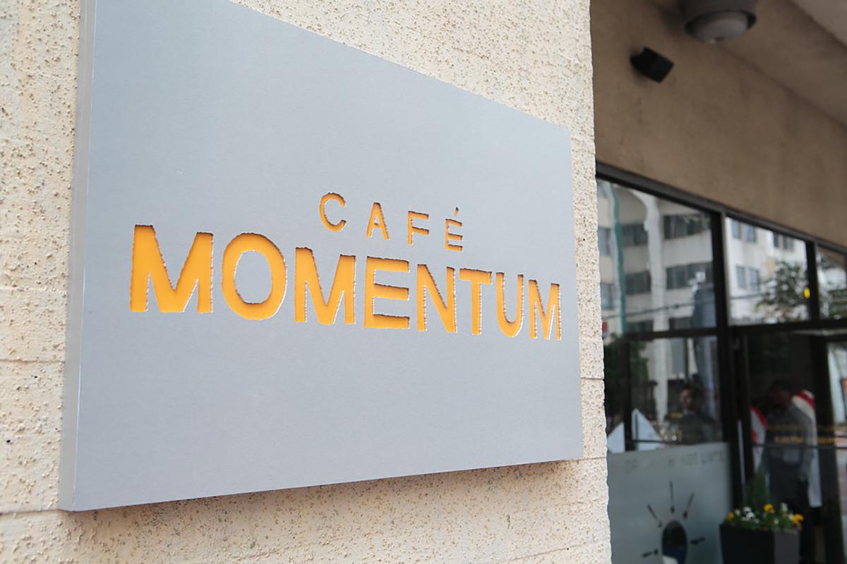ronaldvillegas-cafe-momentum-restaurant-signage.jpg