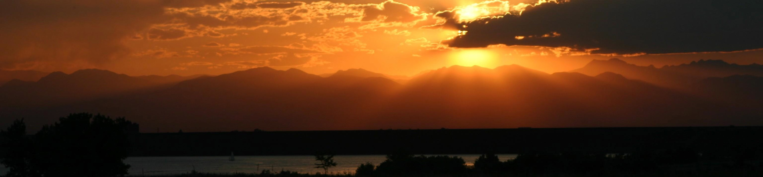 Thanks to our friend Paul Erdmann of RE/MAX Alliance Aurora for this great sunset photo over Cherry Creek Reservoir.