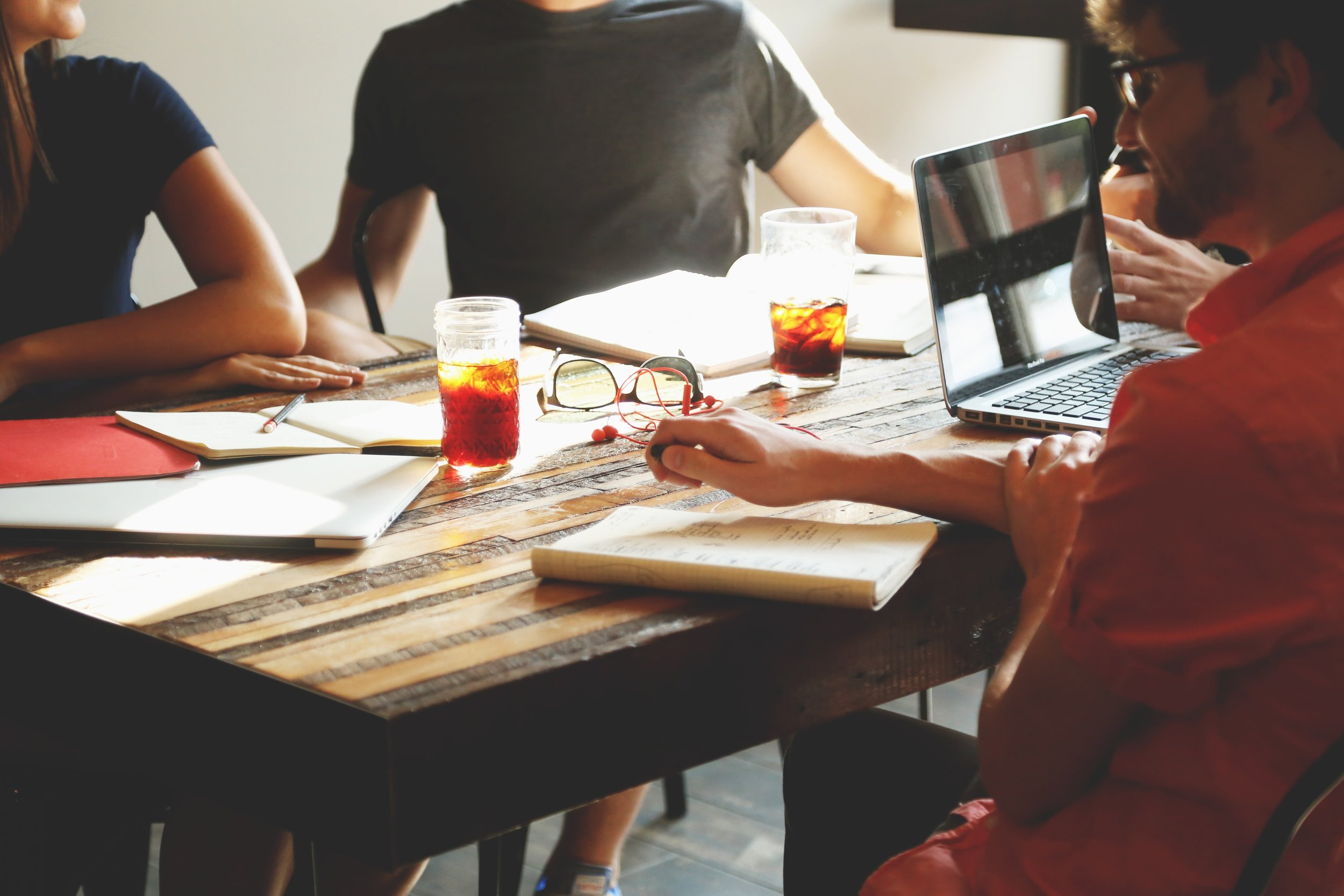 team-meeting-to-plan-company-work