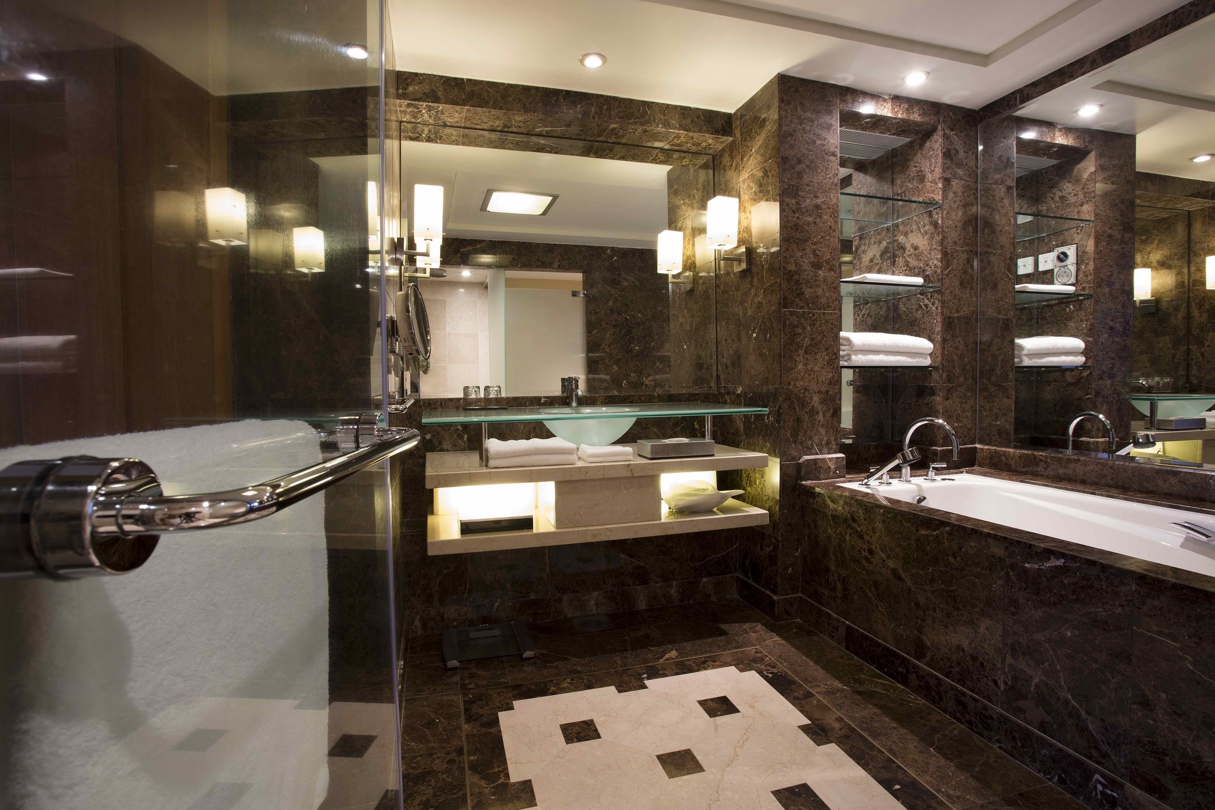 Grand Deluxe Room Bathroom.jpeg