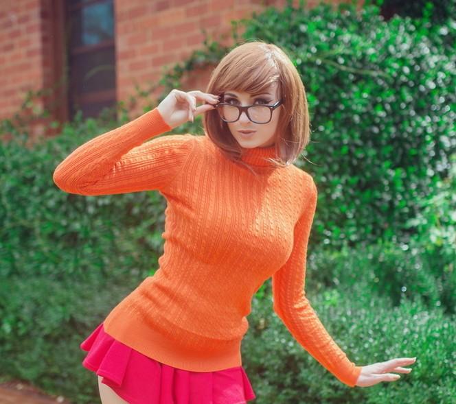 Ah, Velma, mon personnage préféré de Scooby-Doo ! On se demande pourquoi... les lunettes, sans doute !
