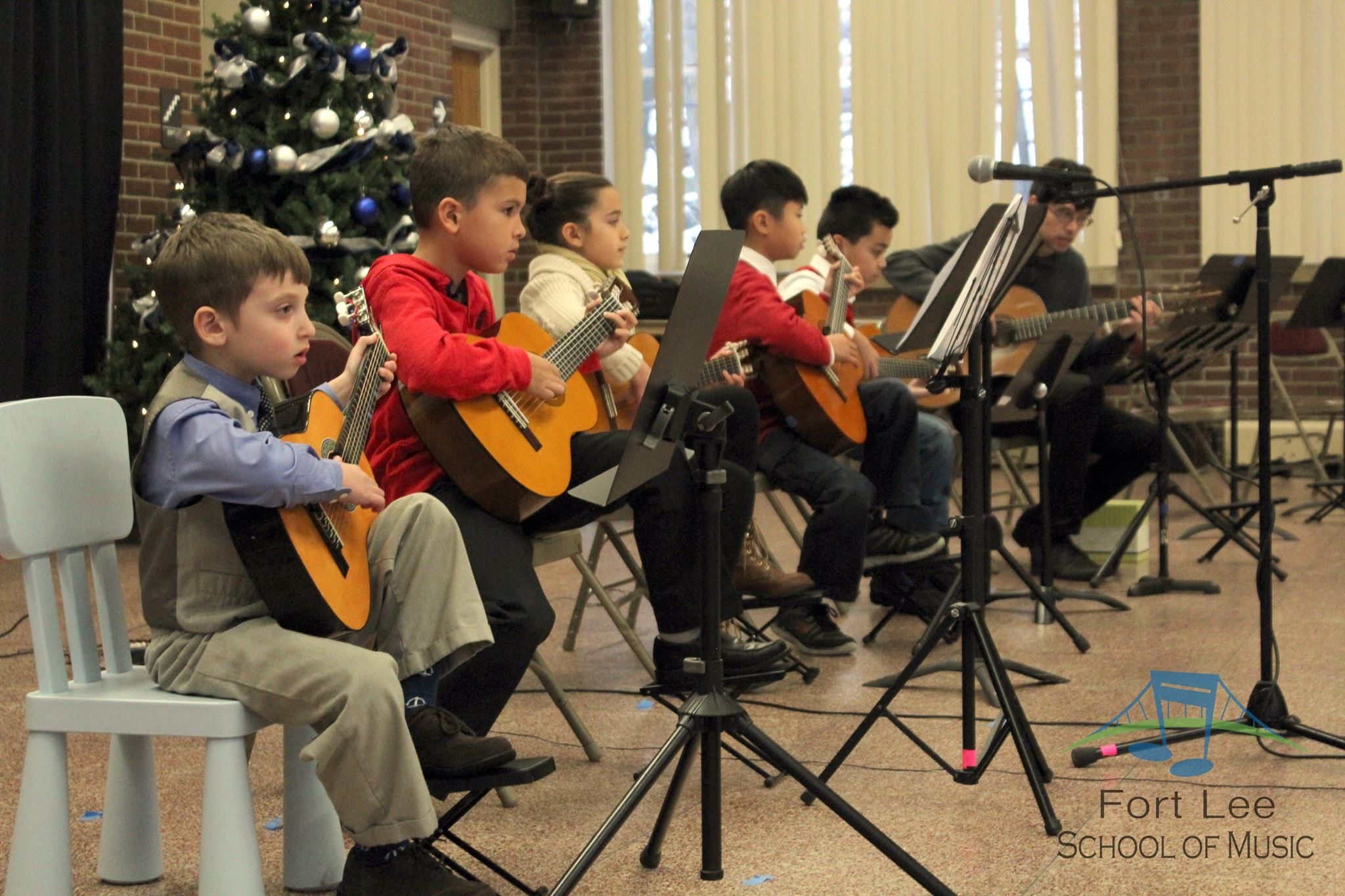 winter_recital_guitar_ensemble.jpg