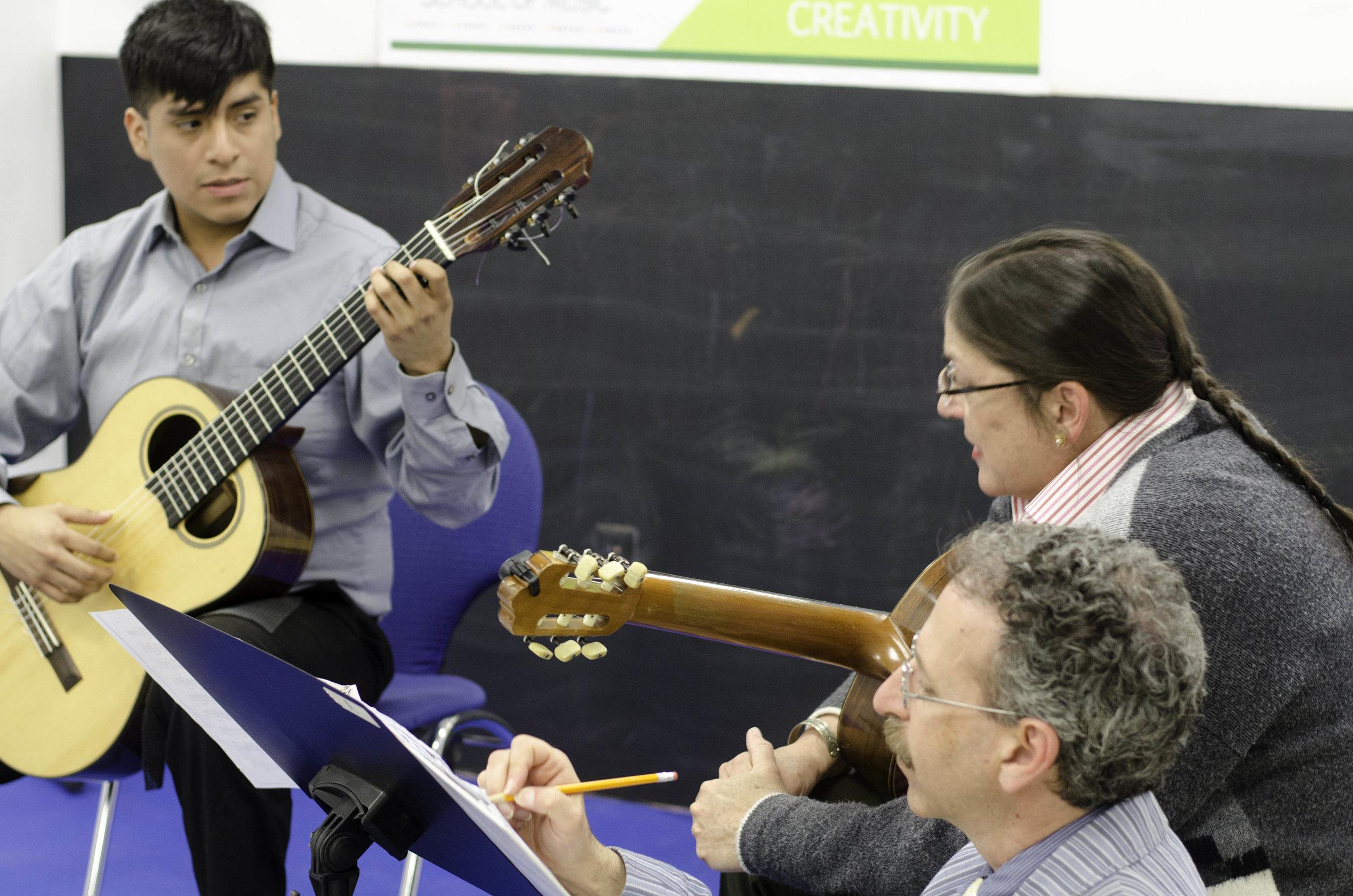 fort_lee_music_kids_class_guitars.jpg